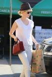 Celebrities Wonder 87158887_january-jones-grocery-shopping_5.jpg