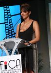 Celebrities Wonder 88637361_Halle-Berry-2014-Acapulco-Film-Festival_6.jpg