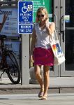 Celebrities Wonder 9271092_resse-witherspoon-gas-station_3.jpg