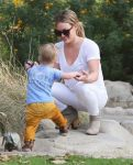 Celebrities Wonder 93083006_hilary-duff-with-her-son_5.jpg
