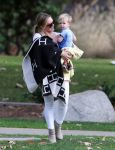 Celebrities Wonder 94240723_hilary-duff-with-her-son_3.jpg