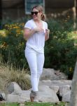 Celebrities Wonder 95417105_hilary-duff-with-her-son_1.jpg
