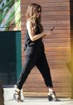 Celebrities Wonder 9904707_kate-beckinsale-whole-foods_2.jpg