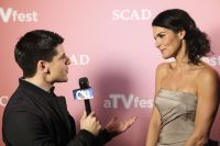 Celebrities Wonder 12944842_angie-harmon-spotlight-award_7.jpg