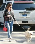 Celebrities Wonder 13025410_mandy-moore-dog_2.jpg