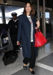 Celebrities Wonder 17378804_jessica-alba-lax-airport_2.jpg