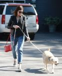 Celebrities Wonder 18768505_mandy-moore-dog_3.jpg