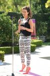 Celebrities Wonder 19151296_kate-beckinsale-Yoga-fundraiser-benefit-for-Breast-Center_3.jpg