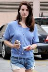 Celebrities Wonder 19338464_lana-del-rey-bruno-cafe_4.jpg