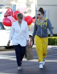 Celebrities Wonder 20369134_jennifer-lopez-valentines-day_5.jpg