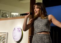 Celebrities Wonder 20757822_katherine-mcphee-The-Elizabeth-Taylor-aids-Foundation-Art-Auction-Benefit_6.jpg