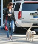 Celebrities Wonder 27259453_mandy-moore-dog_1.jpg