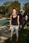 Celebrities Wonder 27876806_kate-beckinsale-Yoga-fundraiser-benefit-for-Breast-Center_1.jpg