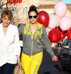 Celebrities Wonder 36370016_jennifer-lopez-valentines-day_6.jpg
