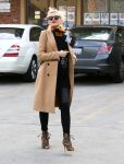Celebrities Wonder 41617218_pregnant-gwen-stefani-Jesun-Acupuncture-Clinic_2.jpg