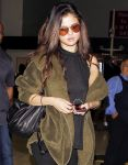 Celebrities Wonder 48624261_selena-gomez-LAX-Airport_5.jpg
