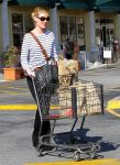 Celebrities Wonder 70584305_katherine-heigl-Shopping-LA_3.jpg