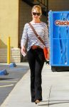 Celebrities Wonder 73968086_katherine-heigl-Shopping-LA_1.jpg