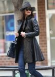 Celebrities Wonder 75578433_katie-holmes-new-york_5.jpg