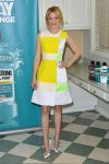Celebrities Wonder 82849978_elizabeth-banks-Listerine-21-days-Challenge_3.jpg