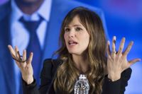 Celebrities Wonder 86714321_jennifer-garner-draft-day-press-conference_3.JPG