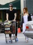 Celebrities Wonder 88901633_ashley-tisdale-shopping-Whole-Foods_5.jpg