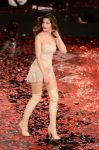 Celebrities Wonder 90080291_laetitia-casta-Sanremo-Music-Festival-opening_6.jpg