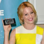Celebrities Wonder 94047572_elizabeth-banks-Listerine-21-days-Challenge_7.jpg