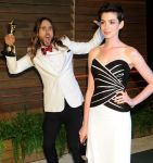 Celebrities Wonder 28884976_anne-hathaway-vanity-fair-oscar-party_4.jpg
