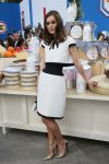 Celebrities Wonder 49820992_keira-knightley-chanel-fashion-show-fall-2014_2.jpg