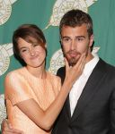 Celebrities Wonder 70671458_shailene-woodley-publicists-awards_4.jpg