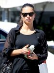 Celebrities Wonder 75398668_adriana-lima-miami_5.jpg