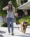 Celebrities Wonder 16468635_amanda-seyfried-dog_1.jpg