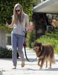 Celebrities Wonder 21935711_amanda-seyfried-dog_2.jpg