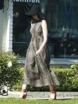 Celebrities Wonder 27956609_anne-hathaway-leopard-print-dress_3.jpg