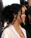 Celebrities Wonder 30951500_rihanna-2014-mtv-movie-awards_5.jpg