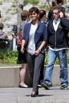 Celebrities Wonder 43341050_halle-berry-on-set-of-extant_3.JPG