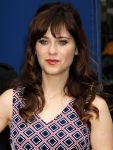 Celebrities Wonder 45968912_zooey-deschanel-good-morning-america_7.jpg