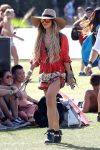 Celebrities Wonder 48334693_vanessa-hudgens-coachella-festival-2014_3.jpg