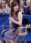 Celebrities Wonder 51513040_zooey-deschanel-good-morning-america_6.jpg
