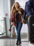 Celebrities Wonder 61948967_amanda-seyfried-airport_1.jpg