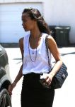 Celebrities Wonder 68678519_zoe-saldana-shopping_5.JPG