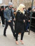 Celebrities Wonder 69175260_pregnant-christina-aguilera_2.jpg