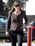 Celebrities Wonder 73446342_jennifer-garner-brentwood_5.jpg