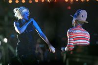 Celebrities Wonder 75903171_gwen-stefani-coachella-2014_3.jpg