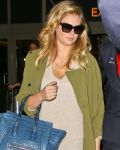 Celebrities Wonder 76793280_kate-upton-lax_4.jpg