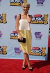 Celebrities Wonder 78063339_2014-Radio-Disney-Music-Awards-red-carpet_Julianne Hough 1.jpg