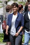 Celebrities Wonder 83033313_halle-berry-on-set-of-extant_4.jpg