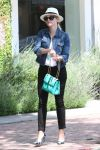 Celebrities Wonder 88031070_reese-witherspoon-shopping_1.jpg