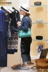 Celebrities Wonder 91690273_reese-witherspoon-shopping_5.jpg